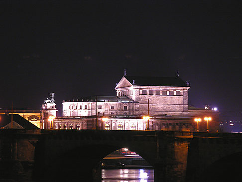 Semperoper bei Nacht Fotos